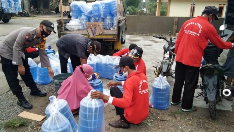 Pemerintah Desa Tanjungsari Salurkan Ribuan Alat Cuci Tangan