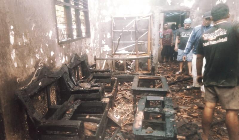 Pemerintah Kecamatan dan Desa Bantu Korban Kebakaran di Kalisari