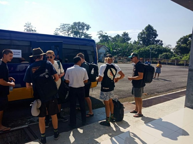 Pemkab Krui Siapkan Micro Bus di Bandara