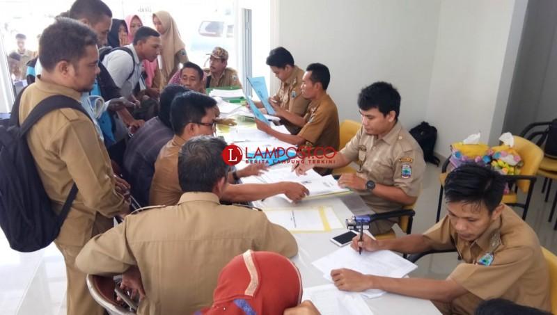 Pemkab Lamsel Evaluasi R-APBDEs 53 Desa