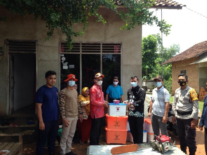 Pemkab Lamtim Salurkan Bantuan untuk Warga KorbanPuting Beliung