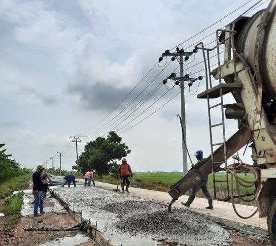 Pemkab Mesuji Perbaiki Jalan Menuju Rawajitu Utara