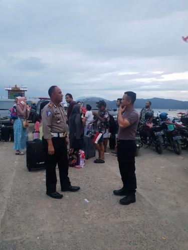 Pemkab Pesawaran Salurkan Bantuan untuk Pengungsi di Legundi