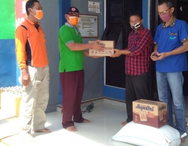 Pemkab Pesisir Barat Salurkan Bantuan untuk Warga Terjangkit Korona