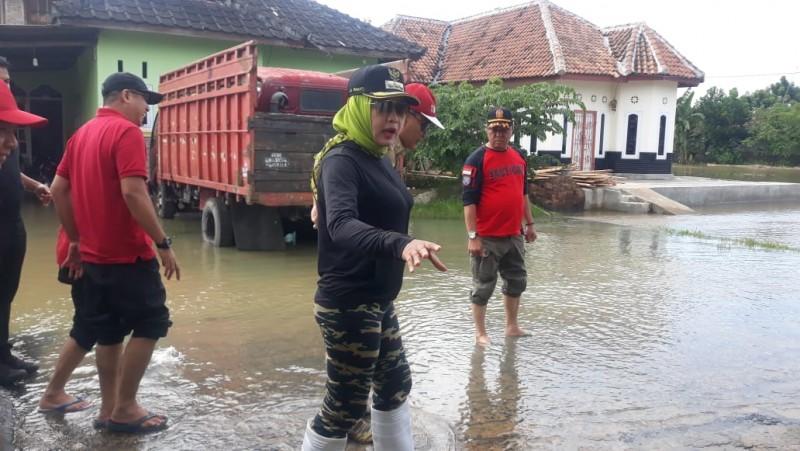 Pemkab Tuba Pasang Plang Imbauan di Lokasi Rawan Banjir