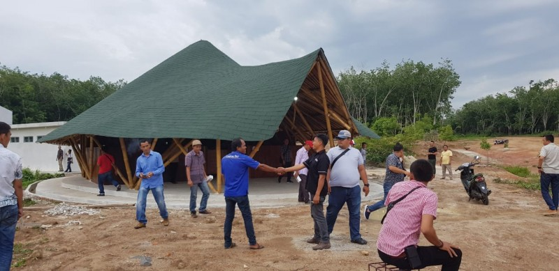 PWI Tubaba Dapat Hibah Bangunan Bambu
