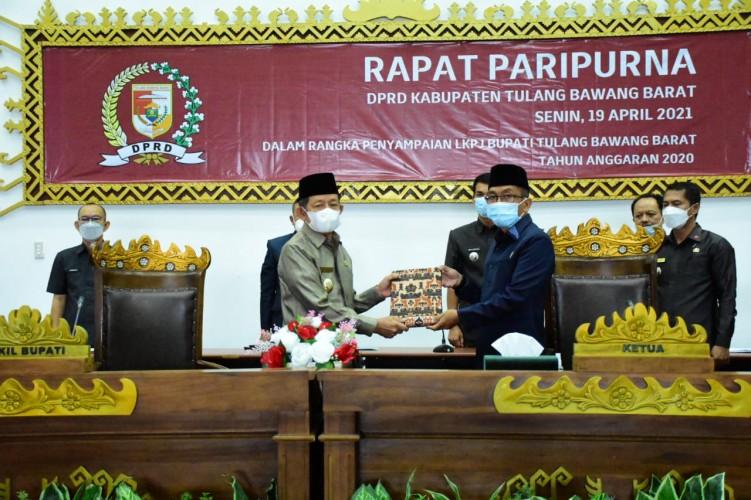 Pemkab Tubaba Sampaikan LKPJ pada Rapat Paripurna DPRD