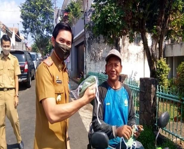 Pemkot Bagikan 500 Ribu Masker kepada Warga