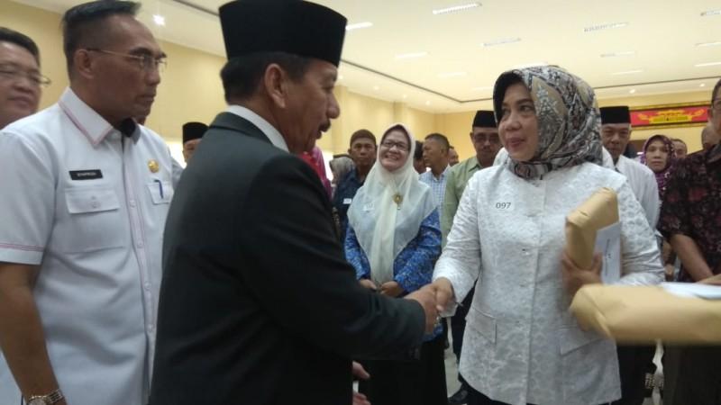 Pemkot Bandar Lampung-KPR Ragom Gawi Berikan Tali Asih kepada Keluarga dan Anggota Purnabakti