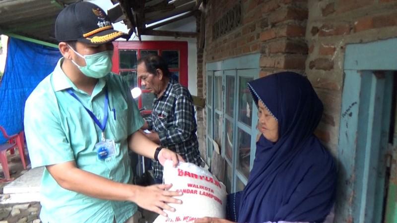 Pemkot Bandar Lampung Mulai Salurkan Beras untuk Warga