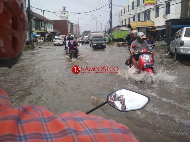 Pemkot Bandar Lampung SegeraPerbaiki Talud Rusak Akibat Banjir