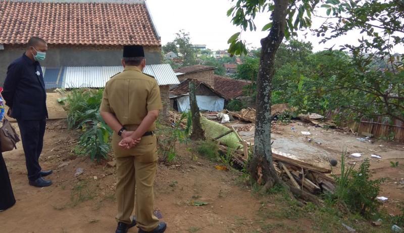 Pemkot Perbaiki Rumah Pak Setu Rusak Akibat Angin Kencang