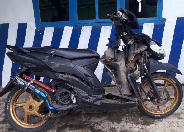 Pemotor Tewas Terlindas Truk di Jalan Sutami
