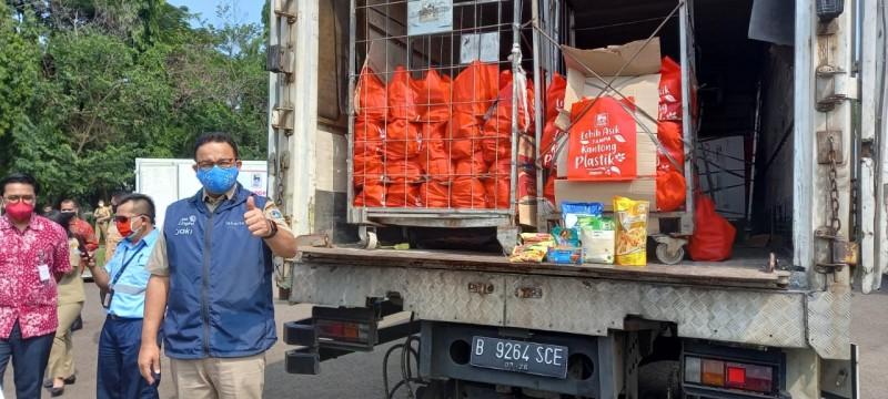 Pemprov DKI Terima Bantuan Tabung Oksigen dan Paket Bahan Pokok