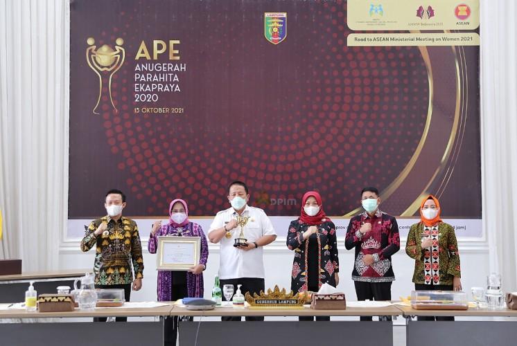 Pemprov Lampung Terima Penghargaan Anugerah Parahita Ekapraya 2020