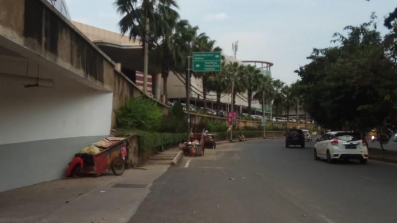 Pemulung dan Gelandangan Menghiasi Jalan Sultan Agung