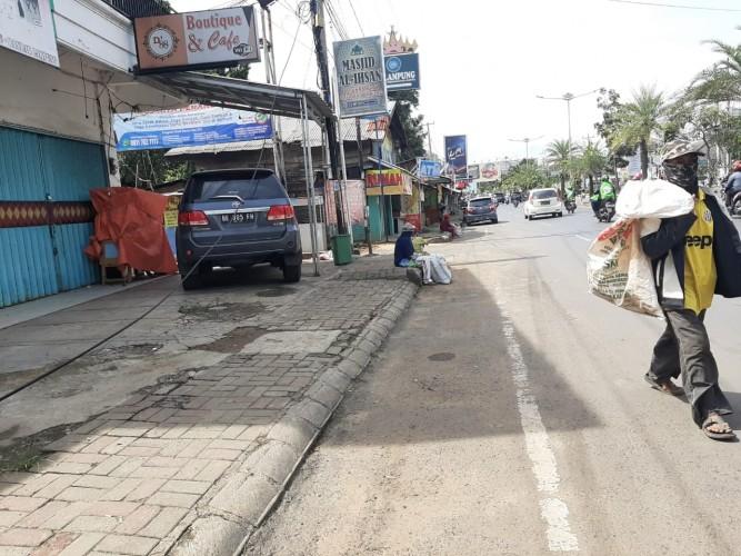Pemulung Masih Beraksi di Jalan Zainal Abidin