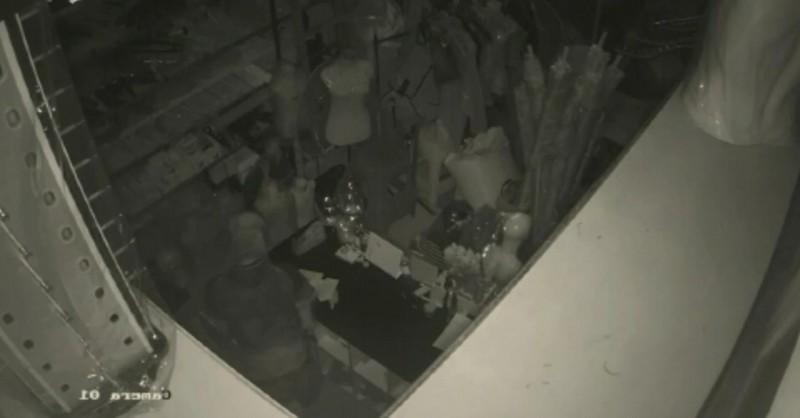 Pencuri Bobol Dua Toko di Pasar Tengah