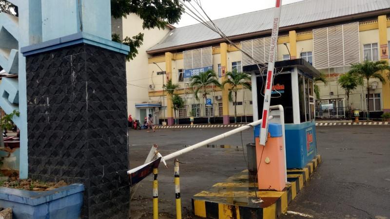 Pencuri Larikan Motor Perawat di Halaman Parkir RSUD Ryacudu Kotabumi