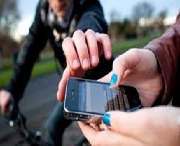 Pencuri Rampas Ponsel Ibu Rumah Tangga