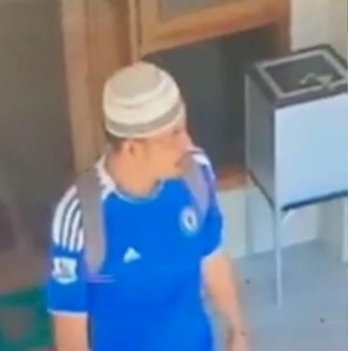 Pencuri Tas di Masjid Al-Muslimin Terekam CCTV