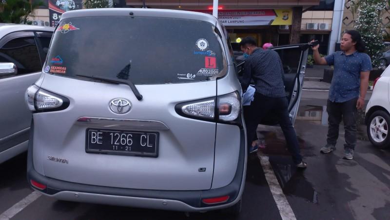 Pencuri Urung Curi Ratusan Juta dalam Mobil karena Alarm Berbunyi