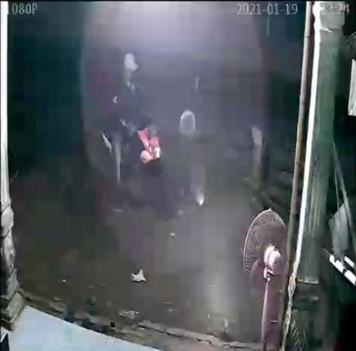Pencurian Sepeda Motor Milik Warga Pulung Kencana Terekam CCTV