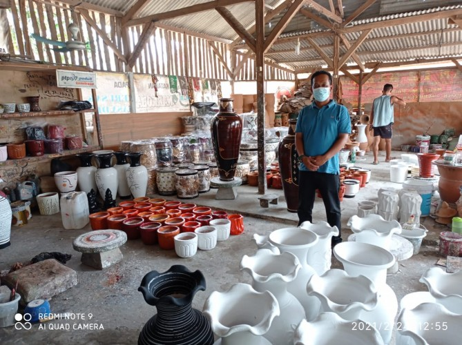Pendemi Buat Penjualan Gerabah di Natar Melonjak