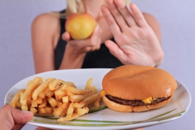 Penderita Kolesterol Tinggi Harus Hindari Makanan Ini