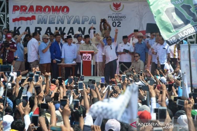 Pendukung Prabowo-Sandi Padati di Stadion Pakansari