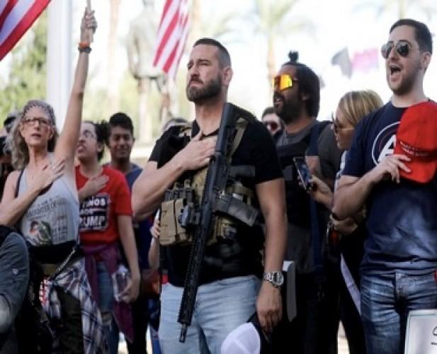 Pendukung Trump Bergaya Militer Demo di Arizona