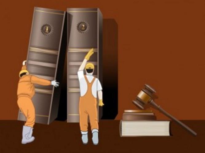 Pengamat: Masyarakat Harus Awasi UU Cipta Kerja