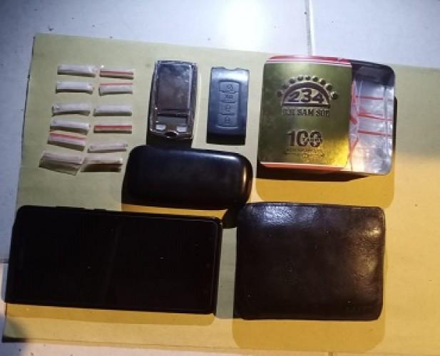 Pengedar Sembunyikan 12 Paket Sabu Dalam Lemari