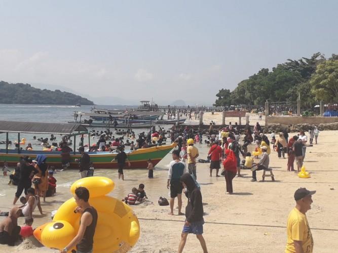 Pengelola Pantai Abaikan Protokol Kesehatan Covid-19