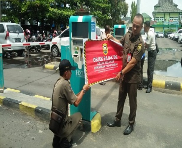 Pengelola Parkir RSUDAM Tunggak Pajak Rp768 Juta