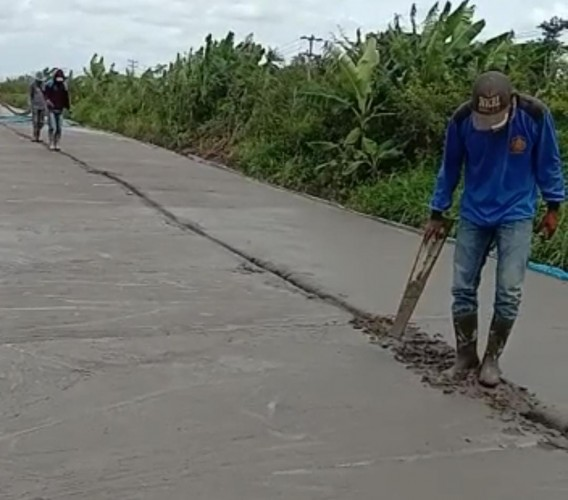 Pengerjaan Jalan di Sungai Sidang Dirusak