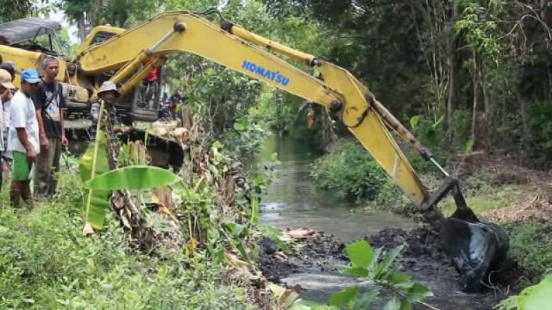 Pengerukan Sungai Langkah Antispasi Banjir Pascakemarau