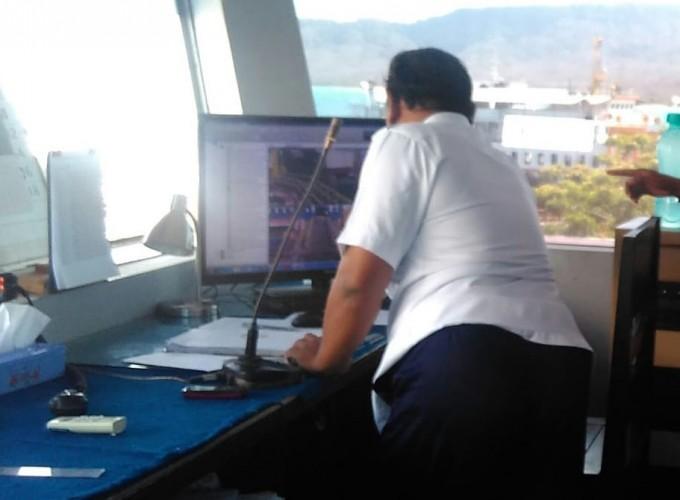 Pengorbanan Petugas STC Pelabuhan Jalankan Tugas Saat Libur Lebaran