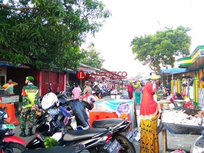 Pengunjung Pasar Metro Masih Patuhi Protokol Kesehatan