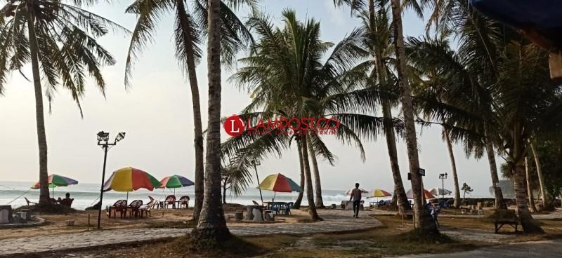 Pengunjung Sepi, Pedagang di Pantai Labuhan Jukung Menjerit