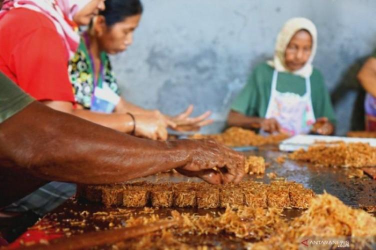 Penjualan Jajanan Tradisional Tulungagung Anjlok