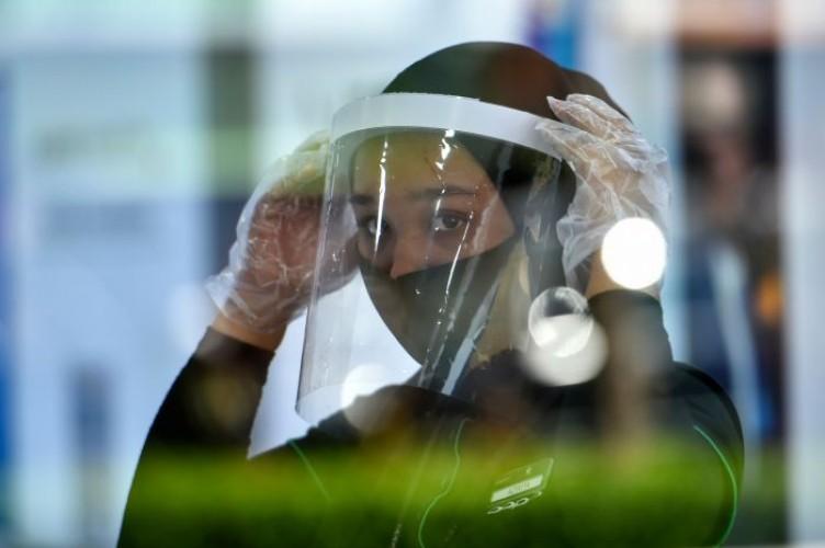 Penumpang Kereta Wajib Gunakan Face Shield