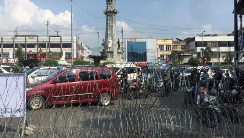 Penyekatan Jalan di Bandar Lampung Pakai Kawat Berduri