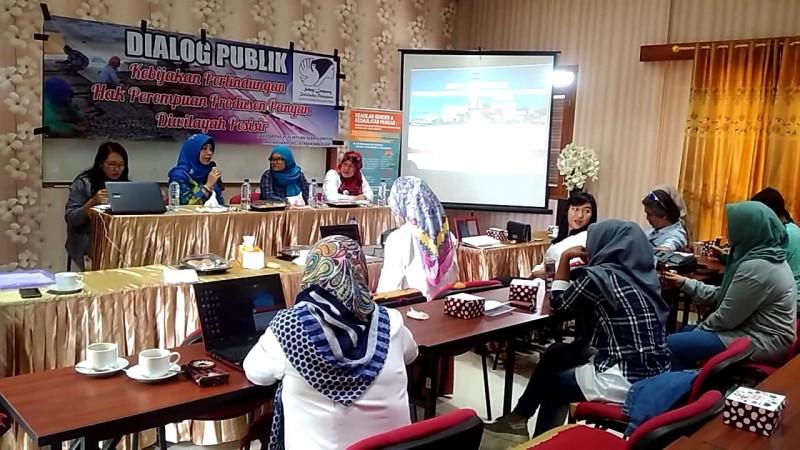 Perempuan Pesisir Hadiri Dialog Publik