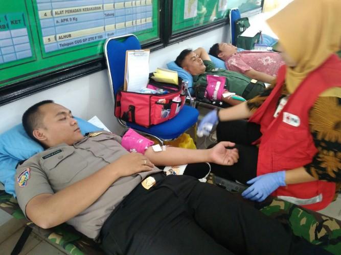 Peringati HUT Ke-74 TNI, Kodim 0427/Way Kanan Gelar Donor Darah