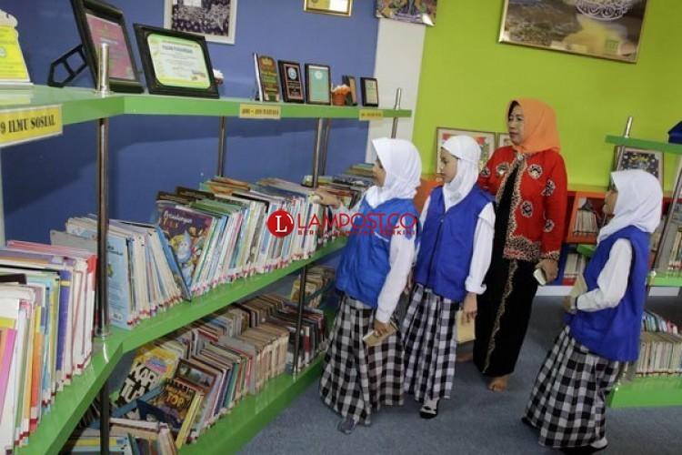 Perpustakaan Lambar Tambah 5.400 Eksemplar Buku Bacaan