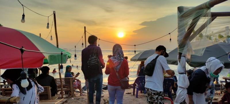 Persoalan Jelimet Dibalik Eloknya Pantai Sebalang