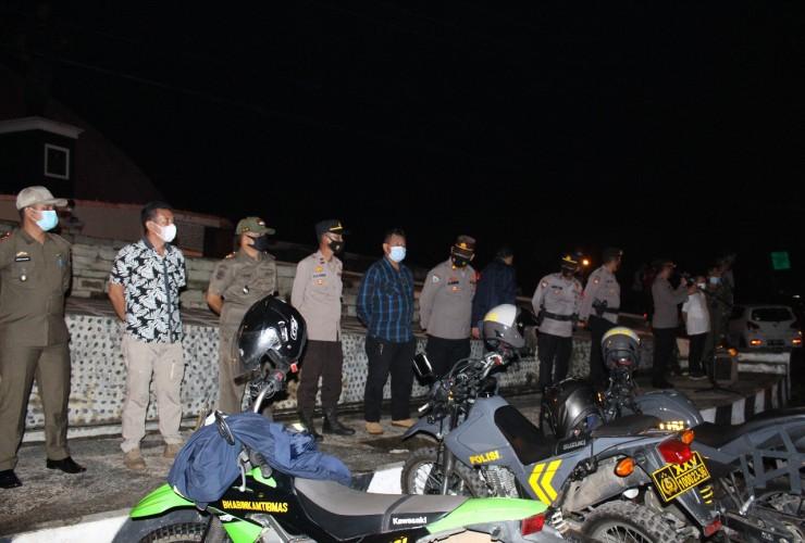 Personel TNI/Polri di Way Kanan Cegah Kerumunan Warga dengan Berpatroli