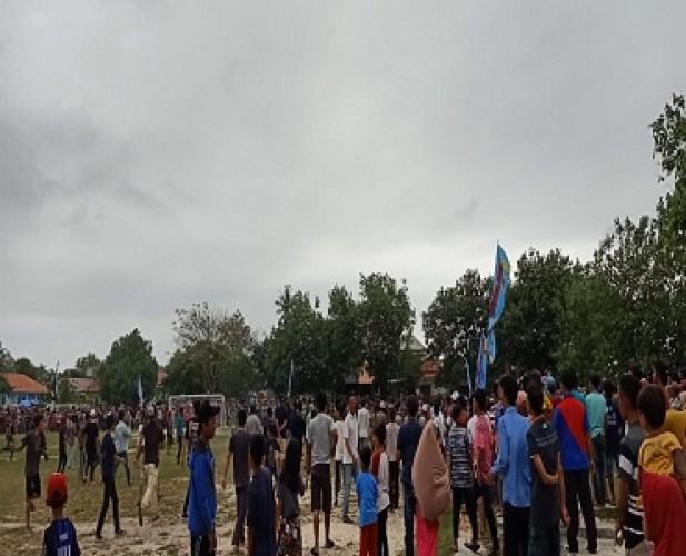 Pertandingan Final Sepak Bola di Pesisir Barat Ricuh