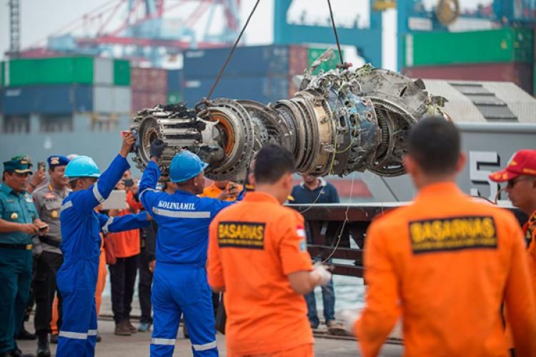 Pesawat Lion Air Diduga Hancur Setelah Menyentuh Air